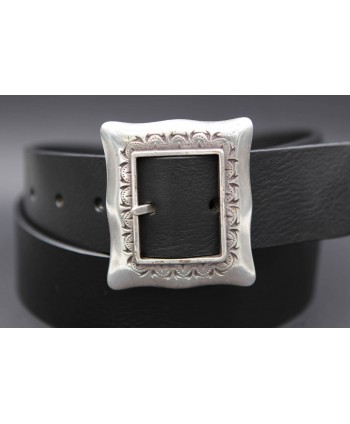 Large black belt with buckle frame style - buckle detail