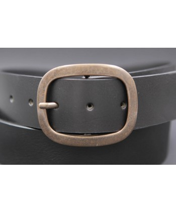Large black belt with brushed buckle - buckle detail