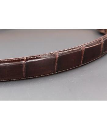 Ceinture en peau d'alligator chocolat - détail peau